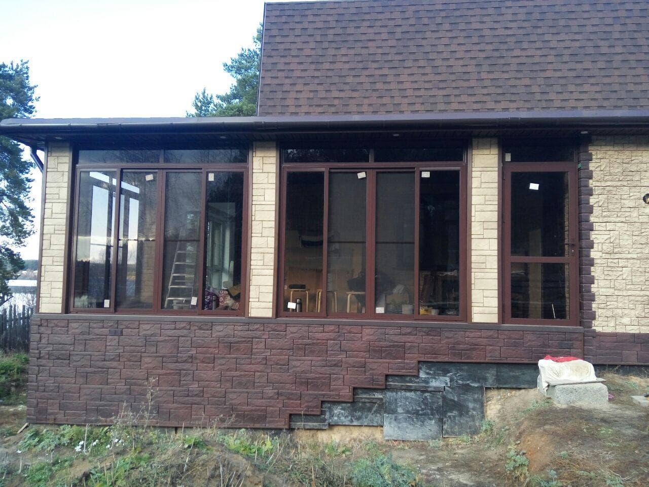 Остекление коричневым алюминиевыми окнами