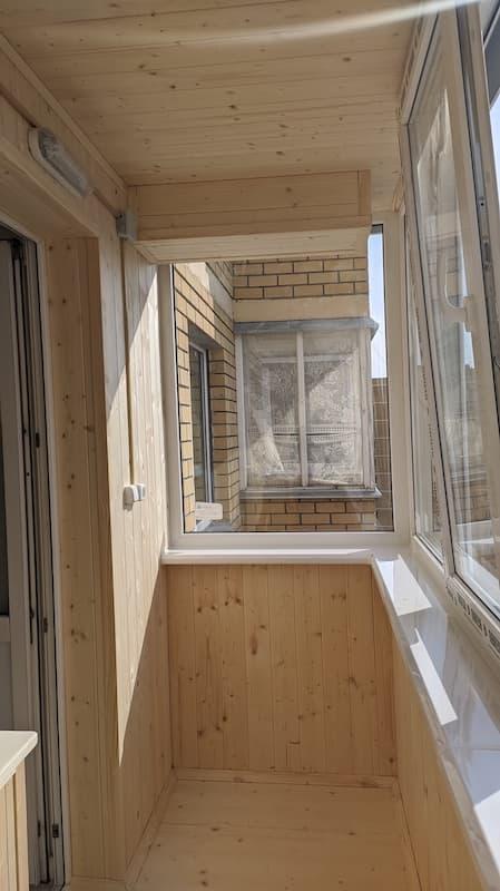Полу теплое остекление балкона.