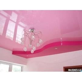 Натяжной потолок глянцевый, цвет розовый