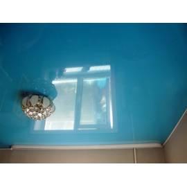 Натяжной потолок глянцевый, цвет голубой